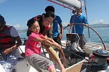 去年获得环海南岛大帆船赛亚军的海南陆客号将带着全新品牌陆客帆船出征本年度的比赛