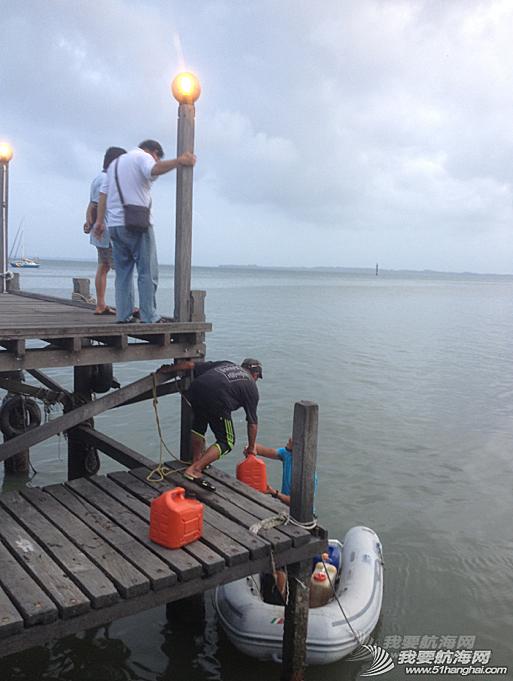 在这该死的没有避风墙的港湾,每到午夜就这么折磨人。