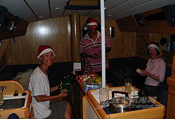 圣诞节过得温馨又快乐,西蒙的太太妮珂拉跟我们团聚了。---《大西洋航游760天》