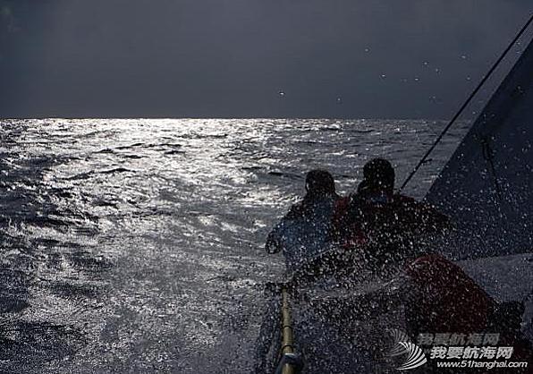 牙买加,备船,挂帆,解缆 离别牙买加:和其他的船员拥抱着告别——备船,挂帆,解缆。