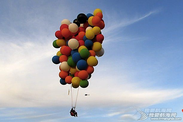 氦气球,张昕宇,梁红,氦气球飞行,南非 【开着帆船去南极】《侣行》主人公张昕宇200个氦气球成功飞跃南非