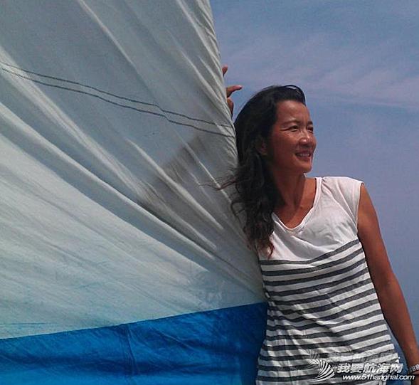 让我们一起来欣赏一下万金玉大姐的陆地生活和海上漂时的照片