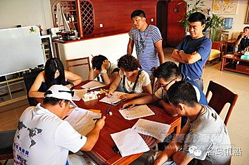 企业家,教练 著名企业家航海人高民教练,在名岛为2014年第11期ASA101学员授课。