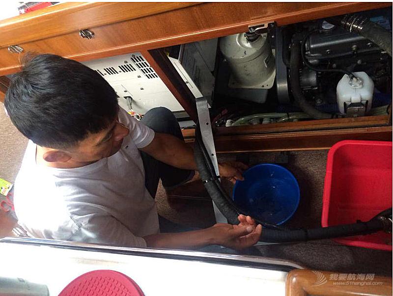 """济州岛,secondDream,帆船,高民,环球航行 高民和船员驾驶着""""Second Dream""""号刚出发就遇到大风浪,比预计晚了一夜才到达韩国。"""