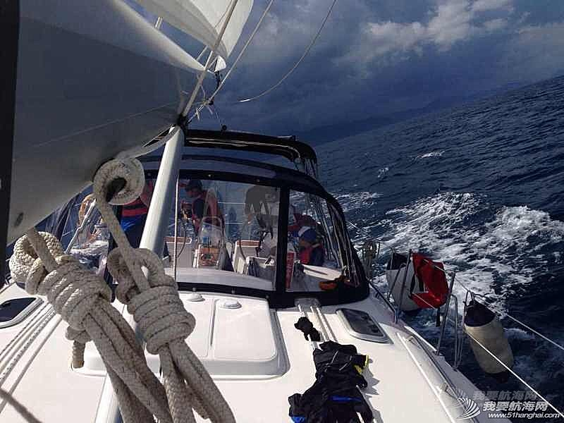 坏天气来得快去的也快。偶遇同行帆船,也倍感亲切,如此好的海域环境可惜航行的船太少