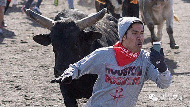 生活方式,最大的,流行趋势,奔牛节,吸引力 那些疯狂到不要命的自拍,这样的自拍大赛你敢参加么