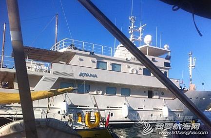 熊猫,黄色 和那超级游艇相比,我们更喜欢那个黄色小船。