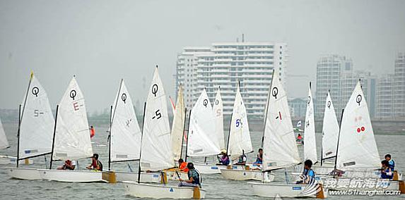 夏令营帆船赛 8月10日,第二届江浙沪OP夏令营帆船赛开赛,上海队夺得团体冠军。