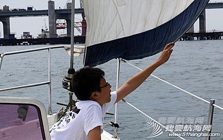 在校大学生,高中毕业生,帆船运动,培训中心,高中生 8月9日,在星海湾畔星海湾游艇驾驶培训中心举办了一场免费的帆船体验活动。