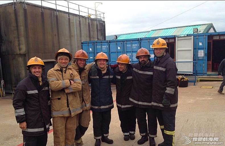 东风队队员,消防员 海上安全及求生课程第二天,东风队队员一秒变身消防员