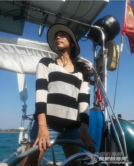 朋友,餐桌 围观宏岩当船长帅不帅?娘俩和朋友飞一起把船往外开了三百米,又到大潮位啦!