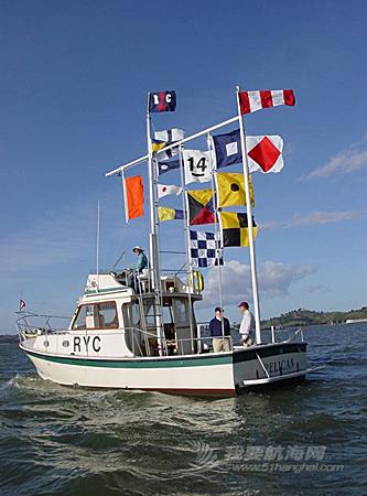 最常使用信号旗的是起航船,通过这些旗帜,可以让船员了解到起航的顺序等等。