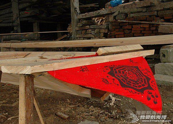 操舟记,江西,模型,木材,前途 操舟记23---老郑又接了一只20米长的龙船,已开工了3天,再过4天就要下水。