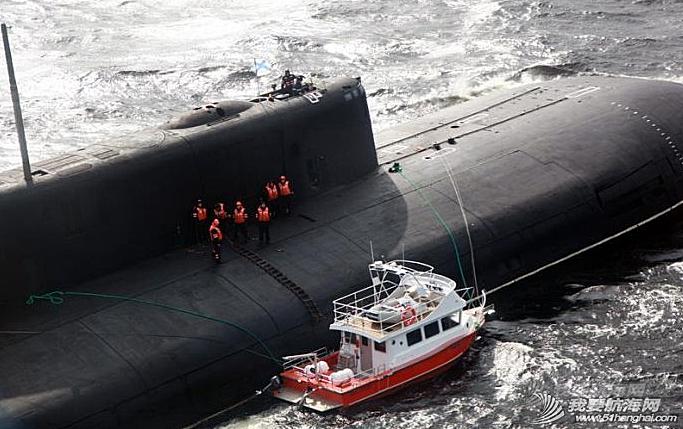 国防部,北方舰队,奥斯卡,核潜艇,直升机 俄军巨型核潜艇救遇险钓鱼艇