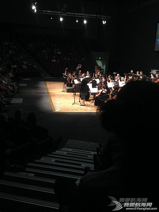 家庭影院,交响乐团,音乐会,小提琴,播音员 人生第一次现场听音乐会,太突然。