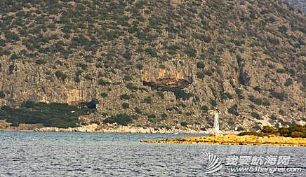 那天进港的时候,在海上老远就看到了山上的这个洞,好奇,上去看看。