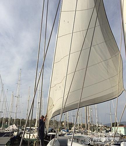 我们计划重新做一面主帆和小三角帆,旧的当备用帆。