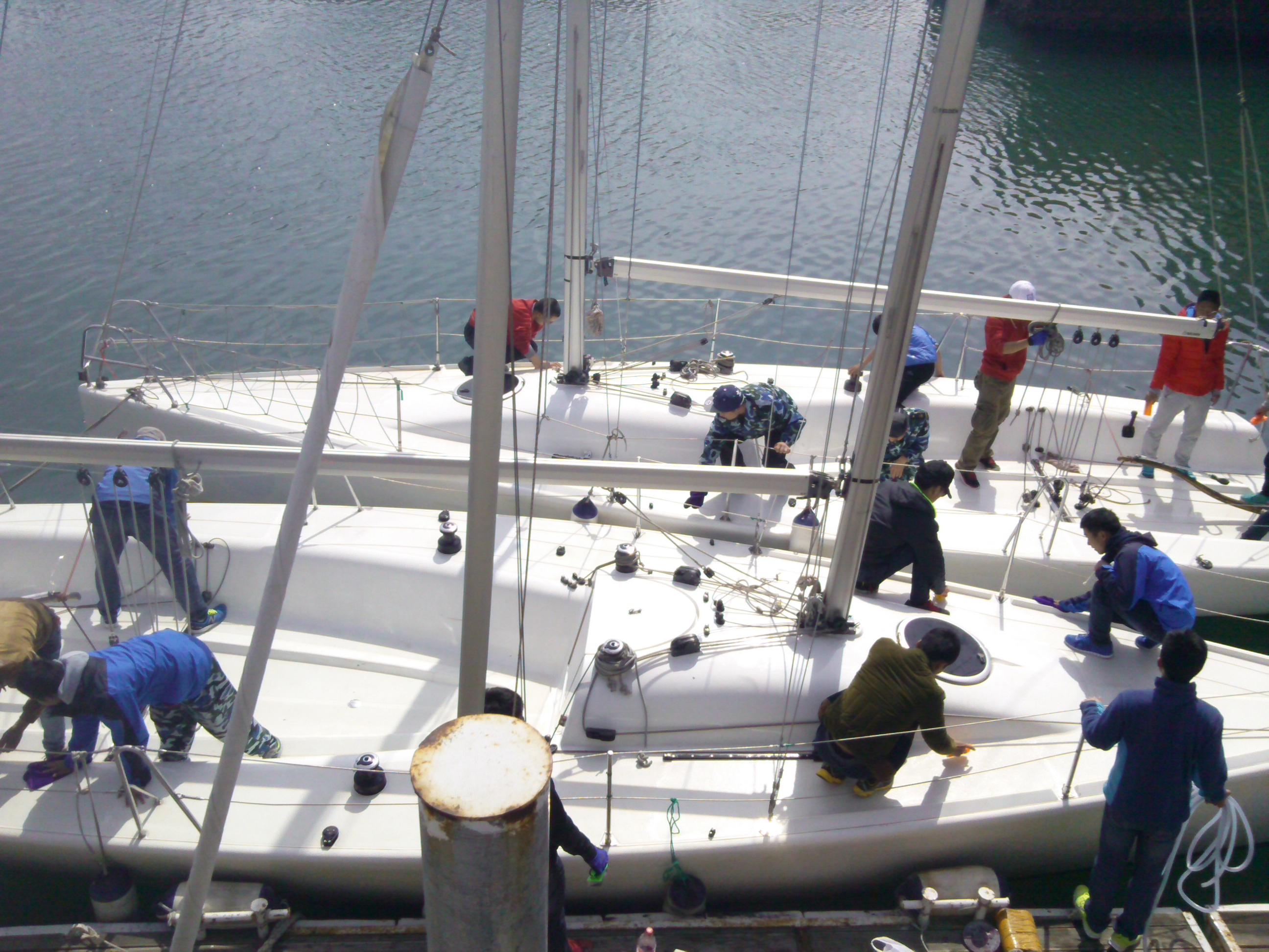 大连海事,图片,大学,帆船 大连海事大学帆船队之我们的那些事 擦洗船体