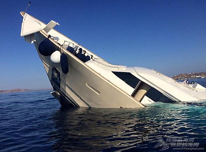 腾讯新闻,人员伤亡,工作人员,夜生活,人民币 明天和意外你永远不知道哪个先来,价值3900万豪华游艇触礁沉没。