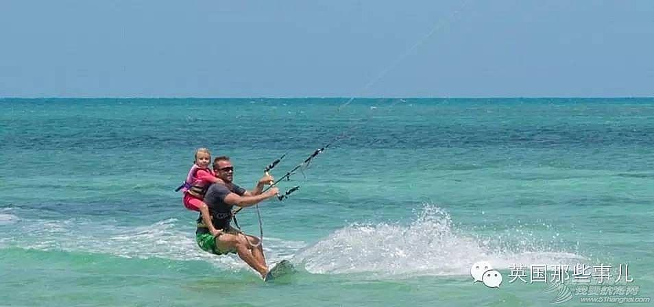 一边环游加勒比一边在游艇上把女儿养大,这个主意怎么样