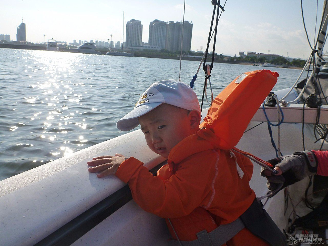 4岁小屁孩怎么玩帆船