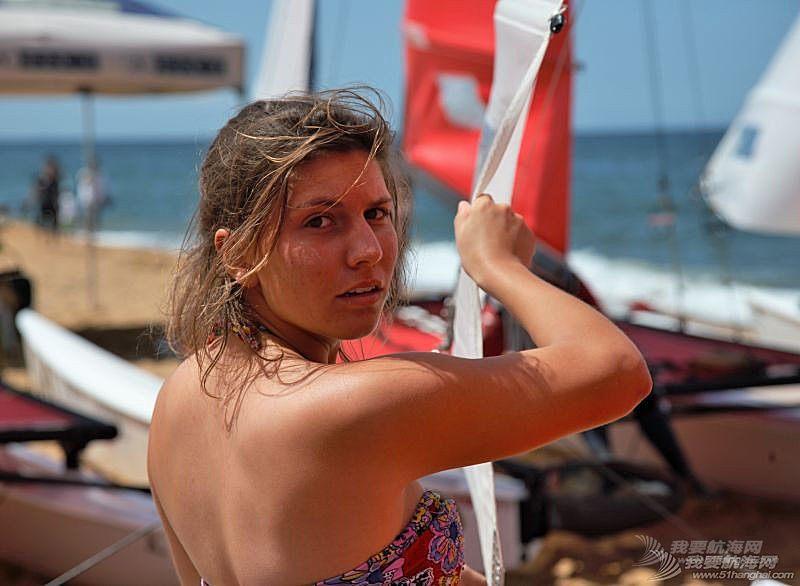 我被玩帆船的女孩震到