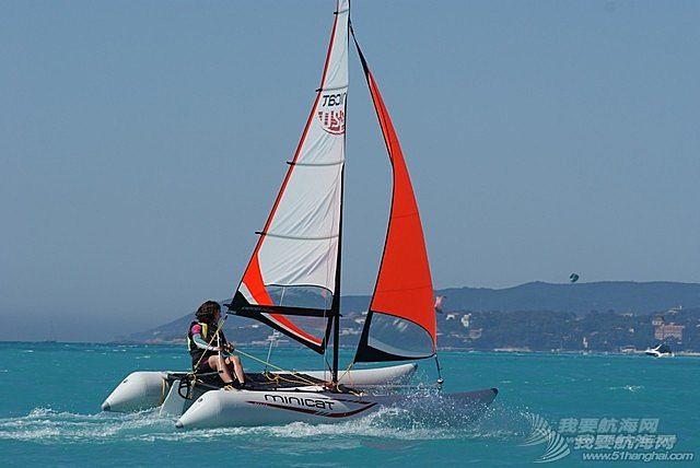 【帆船知识】帆船初学者选择双体船的原因