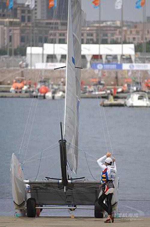 帆船运动 技术篇:帆船运动中稳向板船下水注意事项!