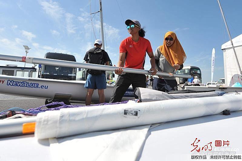 中外运动员备战2016年世界杯帆船赛