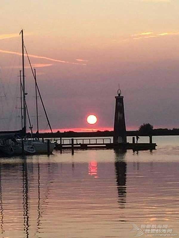 灯塔与夕阳
