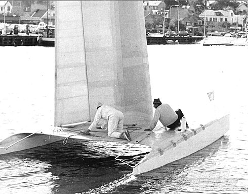 如何 请问硬帆如何操控?能不能通过直接转动桅杆,来改变硬帆角度?