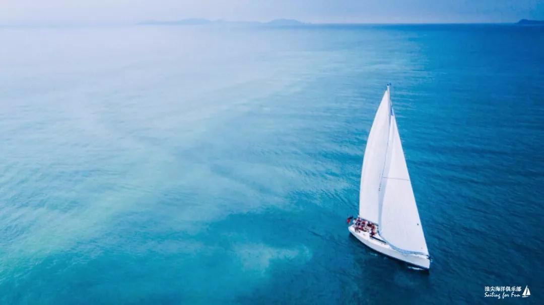 帆船出海,帆船竞赛,帆船水上企业团建,朋友聚会,生日聚会 [3小时]的豪华大帆船出海体验包含水上飞鱼和餐饮项目