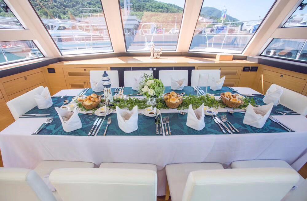 帆船游艇出海,朋友聚会,同学聚会,水上运动,游艇旅游 假期来了!豪华双体游艇出海怎么玩?