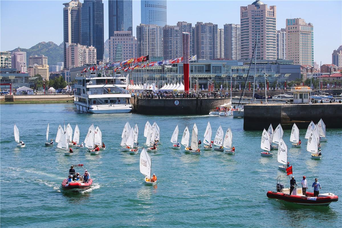 2018第十届青岛国际帆船周大巡游。
