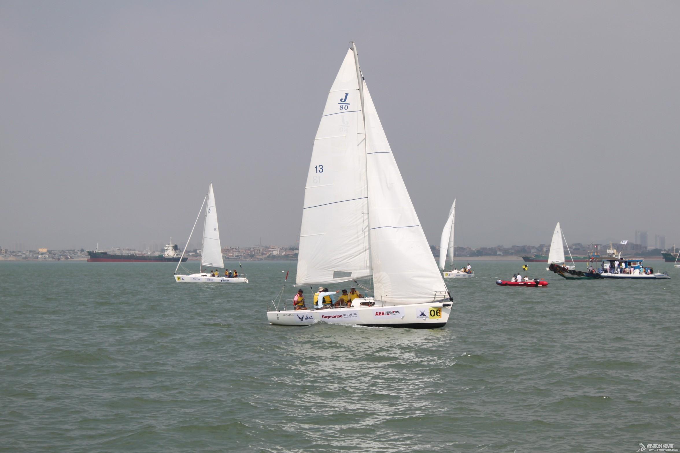 大家还在等待比赛开始,6号船是香港欢乐时光队,队员都是六十多岁的老人家了,最终成绩中间位置,佩服。
