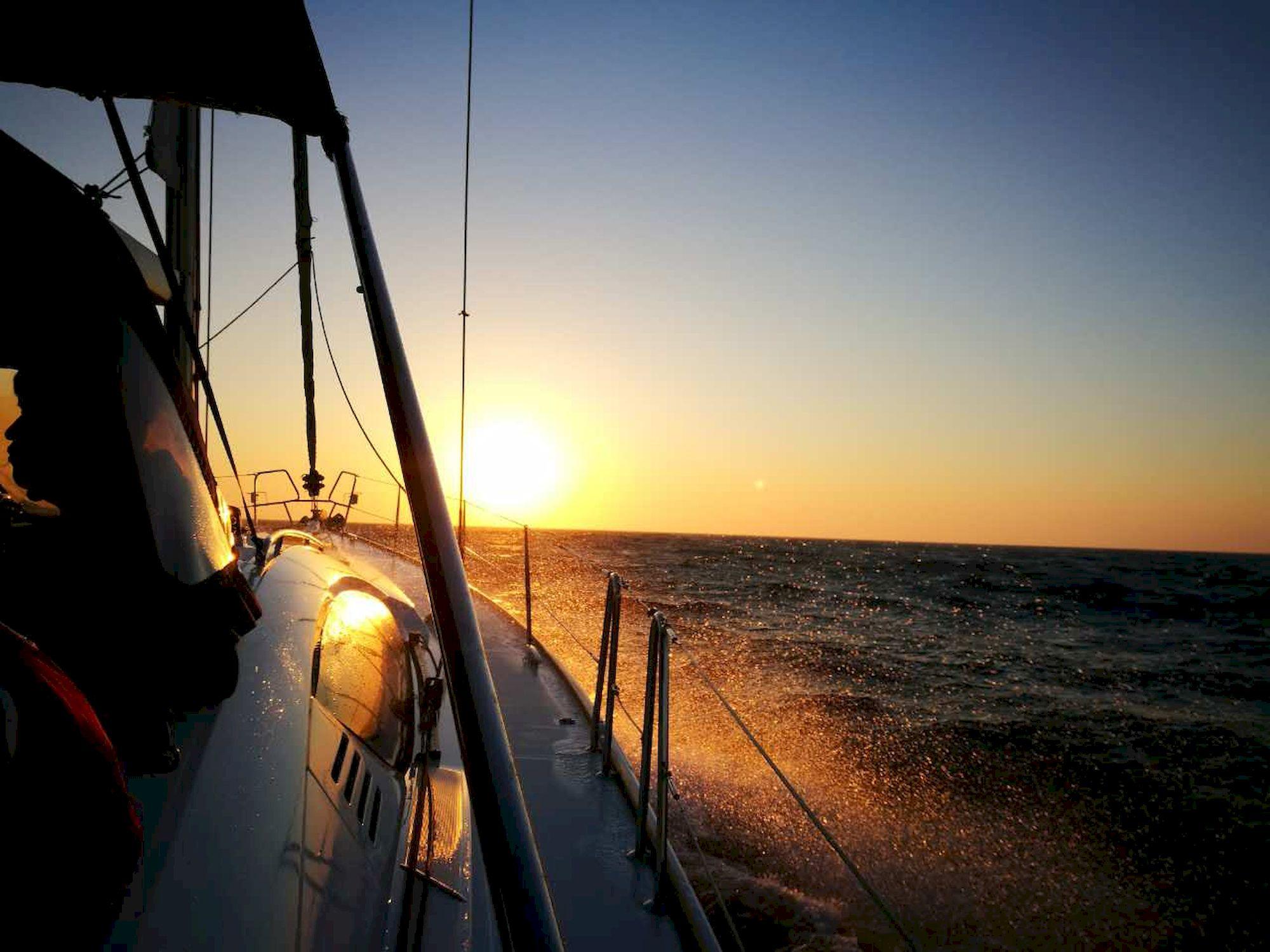 030-IMG_3579_千帆俱乐部我要航海网帆船队-2016威海-仁川国际帆船赛.JPG