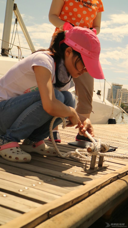 认真,认识,帆船,同学,学的  杨同学在很认真的打结。