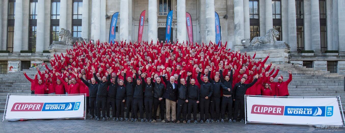 450余名船员聚集在英国朴茨茅斯