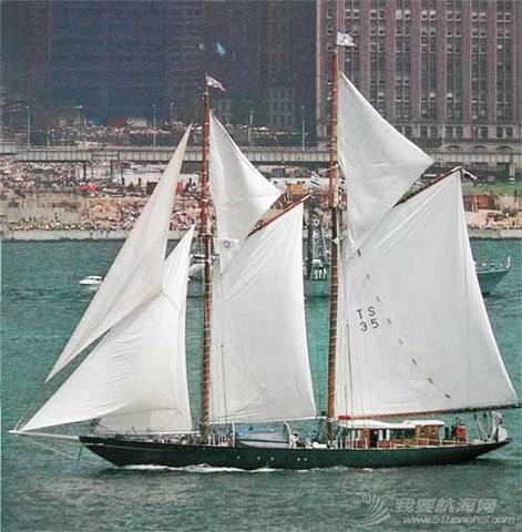 Schooner_Te_Vega_in_the_Hudson_River_1976.jpg