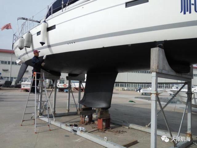 """帆船,保养,他们,比赛,四个 天泽小贴士 帆船冬季上坞,也需定期""""保养""""  100748jty1j4hcj1xchuzc"""