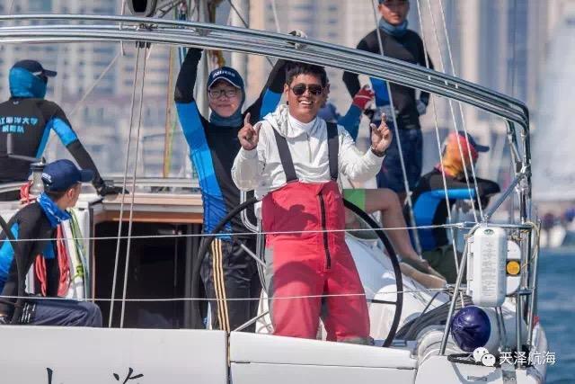 """帆船,保养,他们,比赛,四个 天泽小贴士 帆船冬季上坞,也需定期""""保养""""  100801z3xhhh7kbksd7h48"""