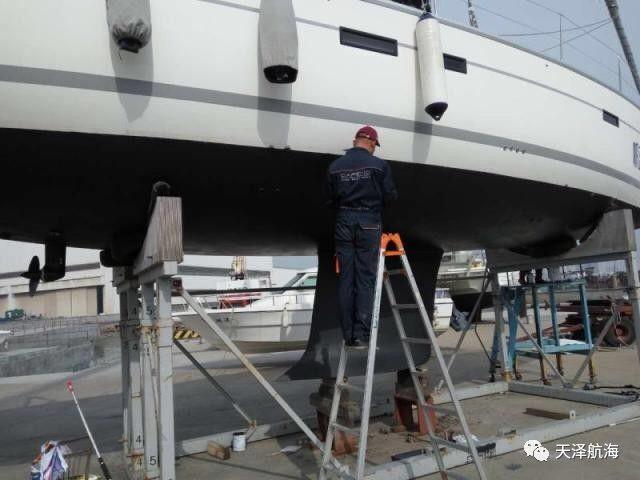 """帆船,保养,他们,比赛,四个 天泽小贴士 帆船冬季上坞,也需定期""""保养""""  100817yoqcgzdfqttup7pt"""