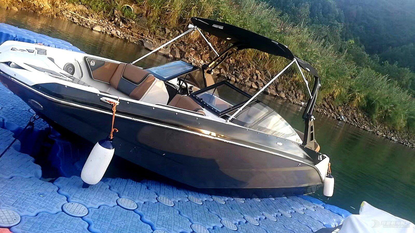 美国圣甲虫5.8米喷射艇