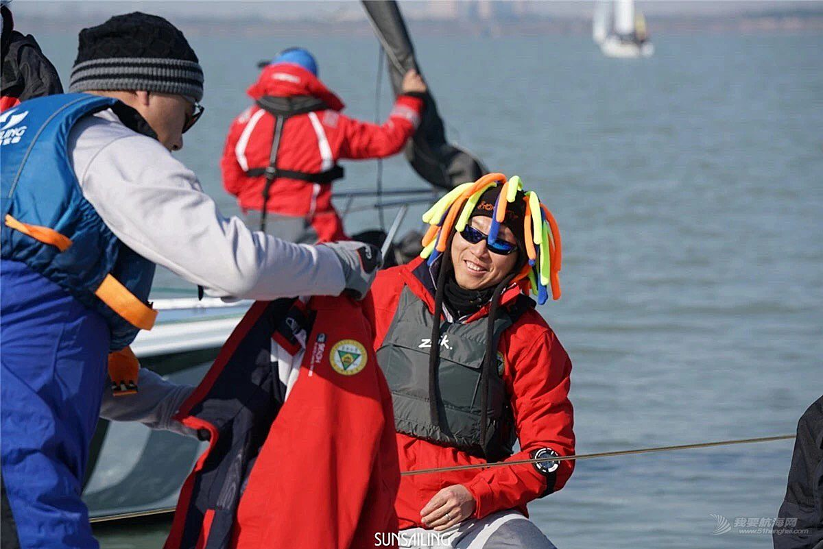 苏州湾,新年,帆船赛 他们说,忙起来真顾不上冷...