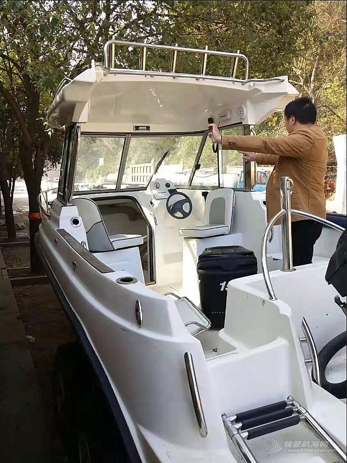 出口新西兰游艇使用不到30小时发动机美国水星150.半价出售.