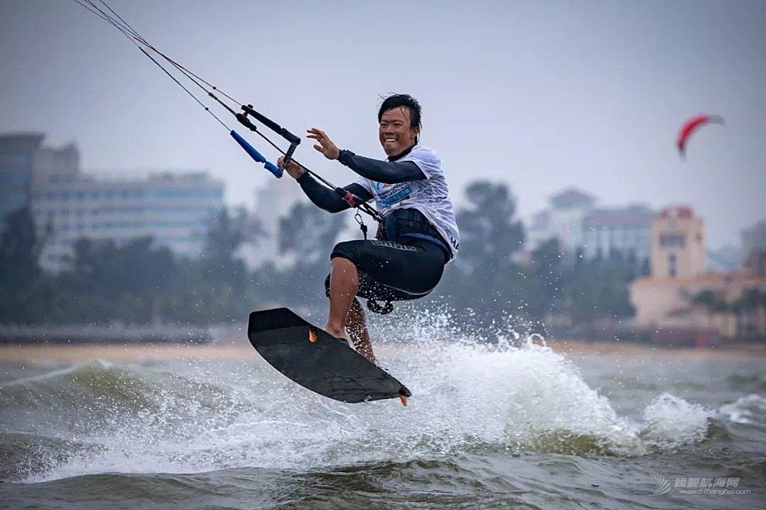 Yo,一起去假日海滩玩风筝帆板吧!