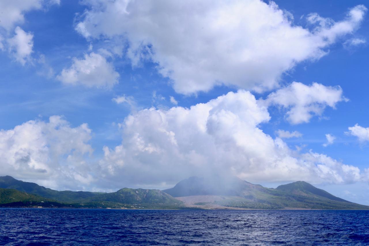 20171231还在冒烟的火山岛蒙塞拉特.jpg