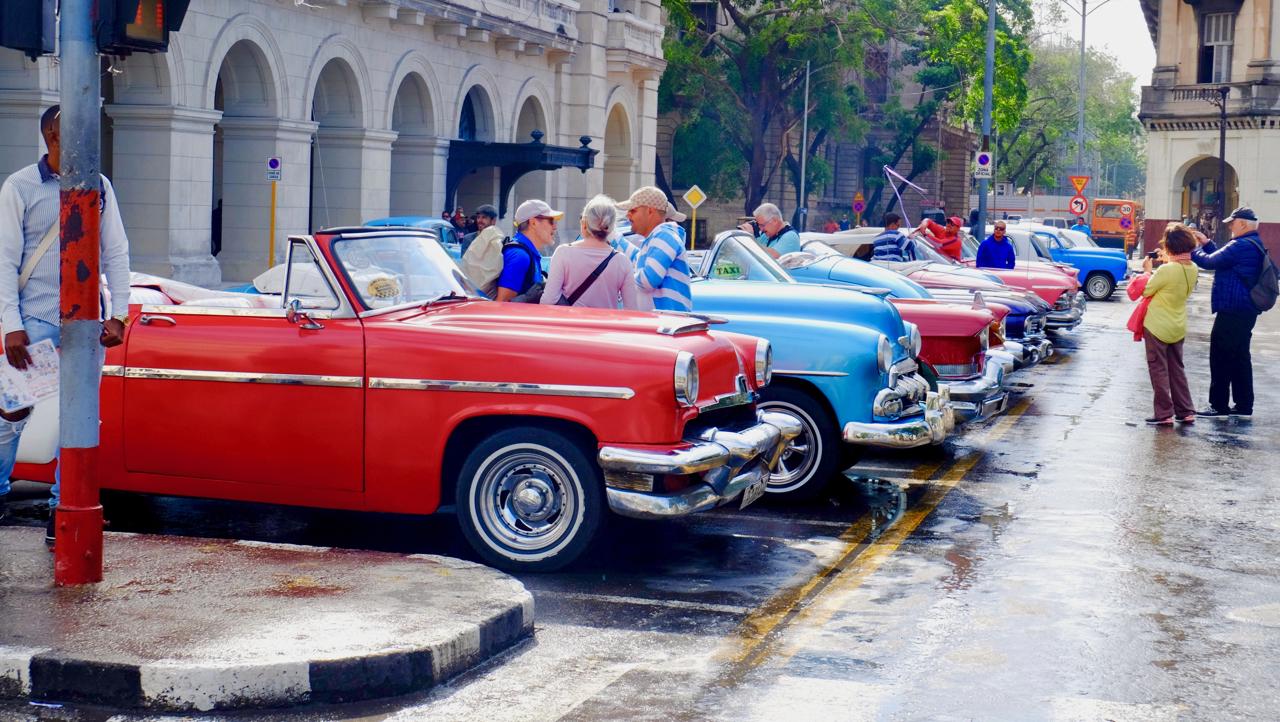 20180116古巴哈瓦那街头的老爷车.jpg