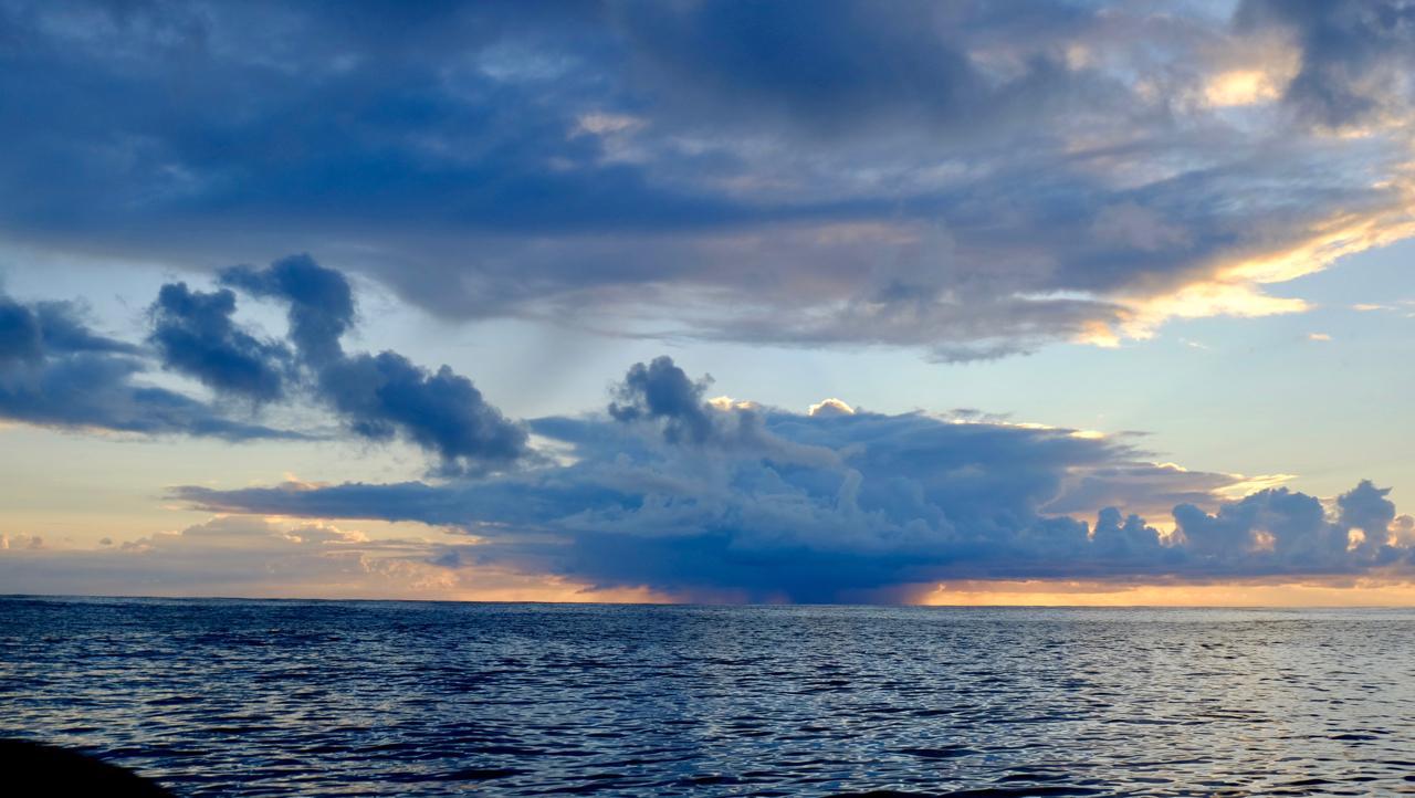 20180403南太平洋擦身而过的暴雨云.jpg