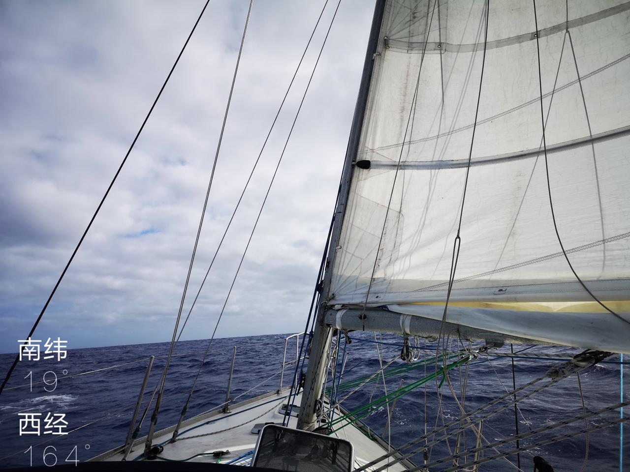 20180611跨越汤加日界线165W.jpg